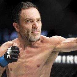 Yann Moix défie son frère Alexandre dans un combat de MMA