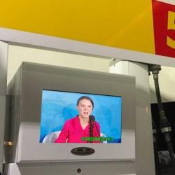 Écouter un discours de Greta Thunberg avant d'acheter de l'essence devient obligatoire