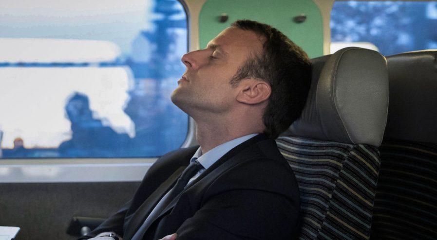 macron-dort-faineant-greve-897x494-1 Adama Cissé, l'éboueur viré pour s'être reposé, envisage une carrière parlementaire
