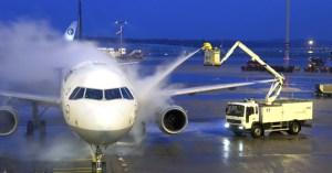 Reprise du transport aérien : les avions aspergés de solution hydroalcoolique