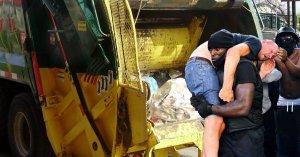 """Londres : un blanc jeté aux ordures par des manifestants """"black lives matter"""""""