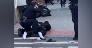 L'influenceur qui a lancé la mode des claquettes/chaussettes enfin arrêté par la police