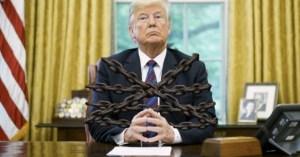 Donald Trump s'est enchaîné à son bureau à la Maison blanche pour ne pas être délogé