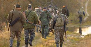 Rave party : l'État fait appel aux chasseurs pour réguler la population de teufeurs