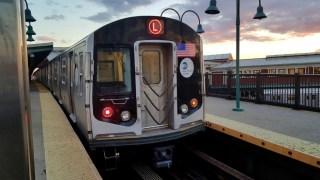 R160_L_train_@_Broadway_Junction