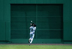 7-27-97:Boston:Seattle Mariners centerfielder Ken Griffey, Jr. makes a nice running, over the shoulder catch of a shot off the bat of the Red Sox Shane Mack to end the seventh inning.