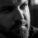 """Álvaro Iranzo: """"Hoy en día se nos vende la idea de que escribir poesía es fácil, que cualquiera puede hacerlo"""""""