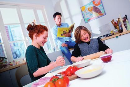 mon enfant ne veut pas manger : cuisiner ensemble peut être une solution