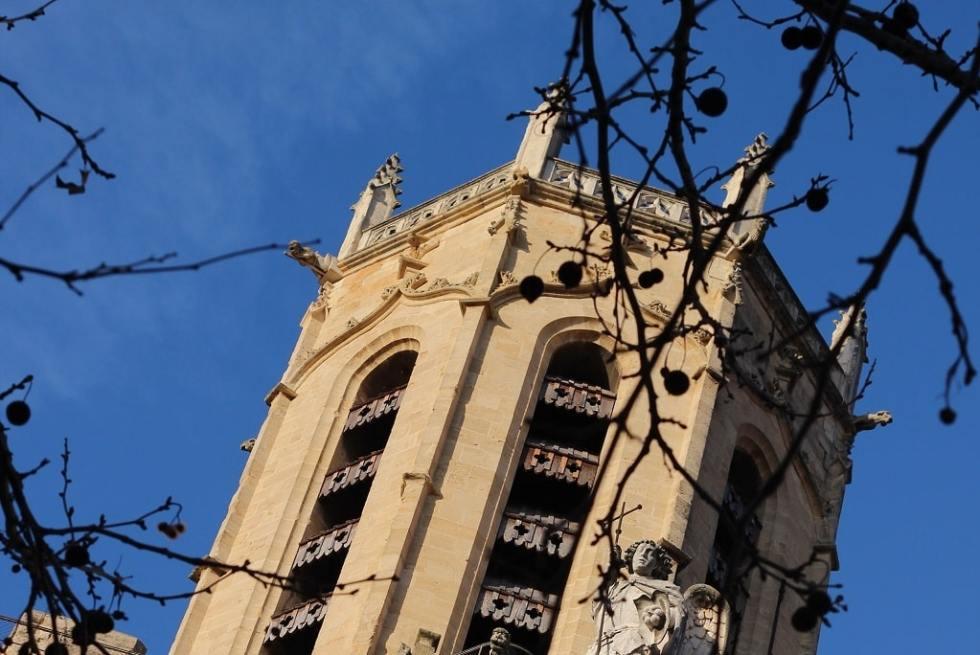 le haut de la cathédrale d'Aix-en-Provence