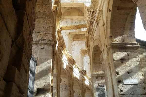 intérieur Arènes lors d'une visite guidée d'Arles