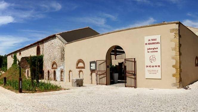 Ferme de Beaurecueil où se trouve le restaurant de la Table de Beaurecueil.