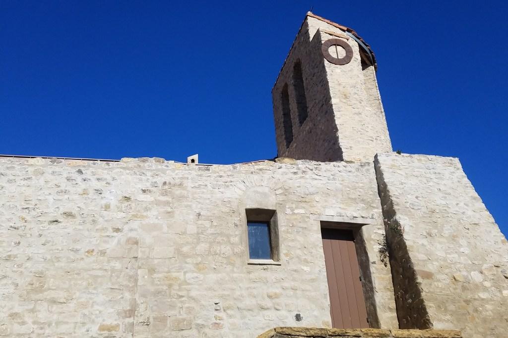 Ancienne église de Puyloubier, datant du XIIe siècle. Voyager à Aix en découvrant le Pays d'Aix !