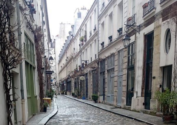 Cobblestoned passage Bastille