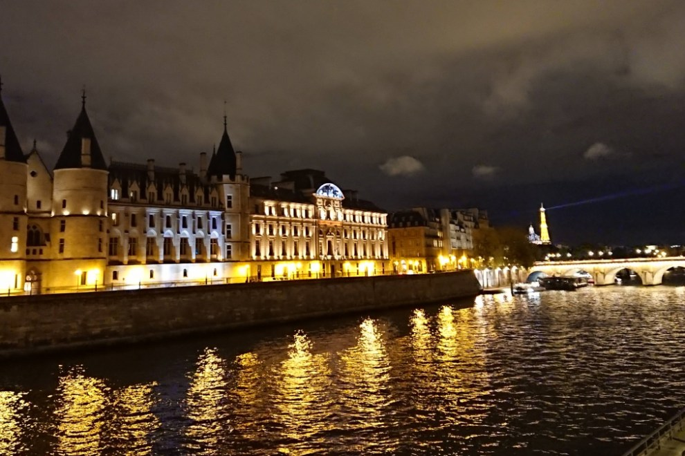 Conciergerie at night