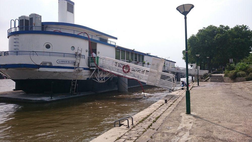 Resto du Coeur boat