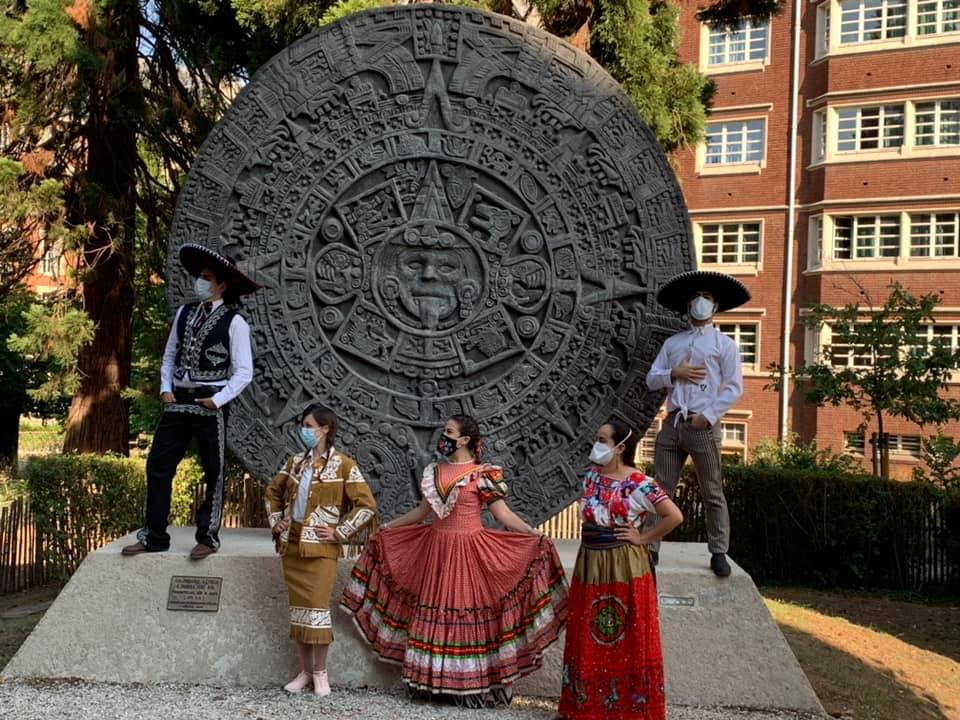 Students from the Casa de Mexico