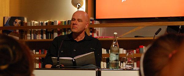 """Kait Meyer während der Lesung aus """"Phantasmen"""""""