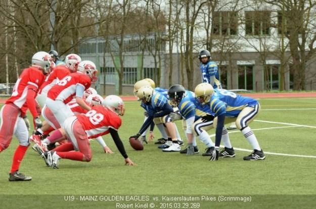Football Scrimmage: O-Line an der LOS