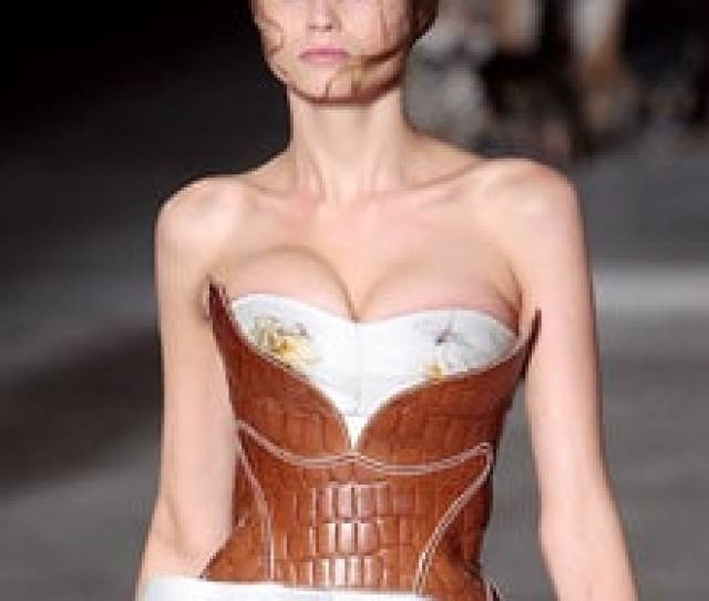 Australian Model Abbey Lee Kershaw Who Passed At Paris Fashion Week Because Her Corset Was