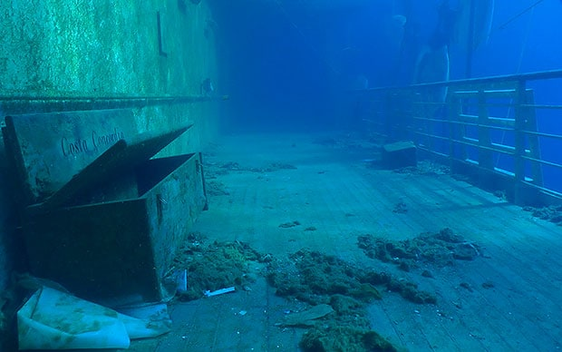 Video Costa Concordia New Video Of The Inside Of Sunken