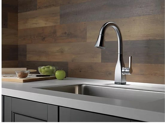 mateo pull down single handle kitchen faucet with magnatite docking and touch2o technology