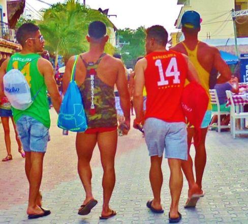 Resultado de imagen para playa del carmen locals
