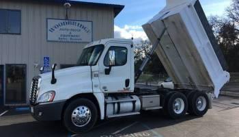 Freightliner Cascadia 10 Wheel Dump Truck Excellent