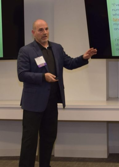 Marketing expert and entrepreneur Bob London advises students on the perfect elevator pitch.