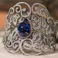 Gorgeous 17.30 Ct Tanzanite Cuff Bracelet Surrounded by White Diamonds.