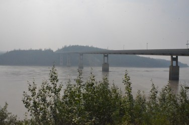 At the Yukon river visitor's center I walked down to the river to get a good view of the bridge.