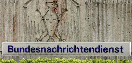 Der Eingangsbereich zur Zentrale des Bundesnachrichtendienstes (BND) in Pullach bei Muenchen, aufgenommen am Mittwoch (10.05.06). Entgegen urspruenglichen Planungen wird die Pullacher BND-Zentrale nun doch nicht geschlossen. Das technische Aufklaerungszentrum bleibt mit rund 1500 Mitarbeitern in Pullach, der Rest der insgesamt 6000 Mann starken Belegschaft zieht nach Berlin um. Foto: Johannes Simon/ ddp
