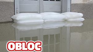Porte protégée par des sacs anti-inondations