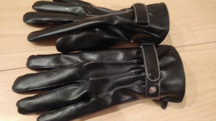 スマホ対応格安PUレザー手袋。サラリーマンや自転車バイクの防寒におすすめ。