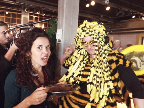 Sara was having lunch while talking with a bumble bee* about the troublesome effects that neonicotinoides and pesticides have... on bees! (*a pollinator of artivist species) at the Peoples Assembly