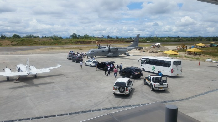 Government negotiators leave the Quibdó airport after talks break down over solutions to the civil strike in Chocó
