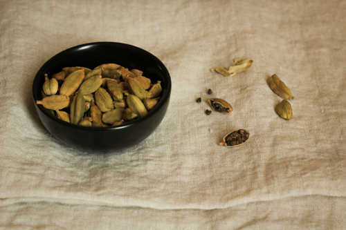 Green cardamom pods and seeds
