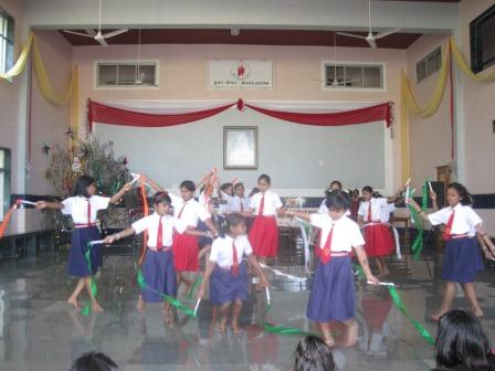children dancing to