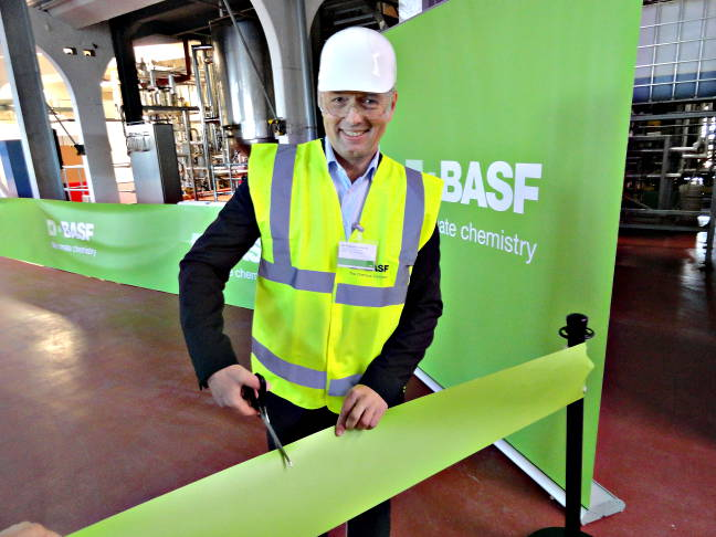 Philipp Rosendorfer, vice-president of research and development for BASF Functional Crop Care, cuts the ribbon at today's inauguration ceremony. Photo by Marc Zienkiewicz