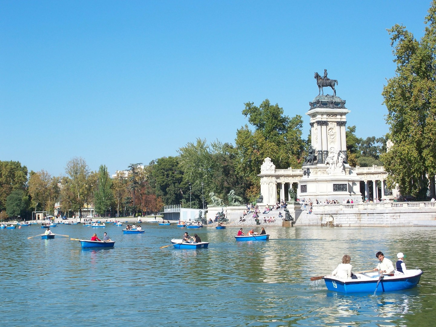 Romantic Madrid - Retiro boating lake