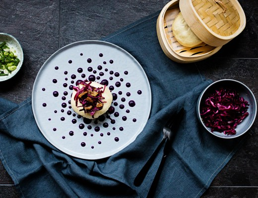 Bao duck | red cabbage | crispy duck skin