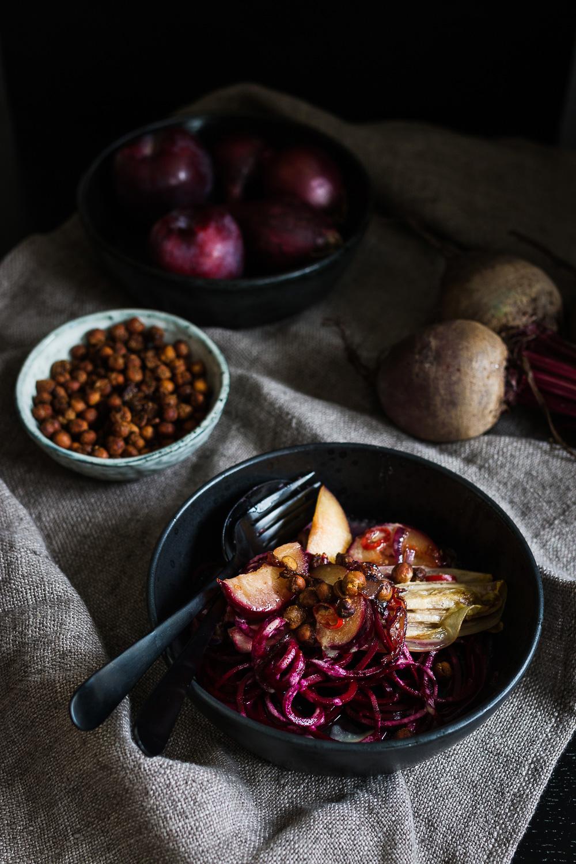 Rote Bete Salat | karamellisierter Chicoree | Pflaumen | seelenschmeichelei.deRote Bete Salat | karamellisierter Chicoree | Pflaumen | seelenschmeichelei.de