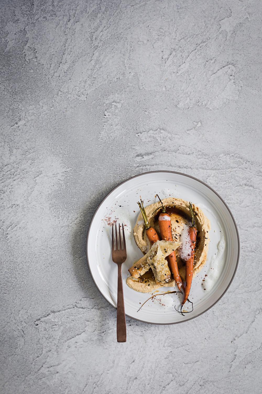 Knuspriger Feta mit Sesam Honig Karotten und Hummus   seelenschmeichelei.de