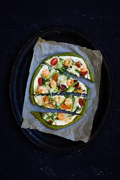 Gruene Pizza mit Knoblauch-Ingwer-Chili-Garnelen   seelenschmeichelei.de