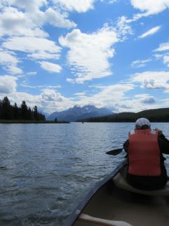 21 - Maligne Lake - canoeing