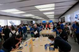 7 - apple store - crazy!