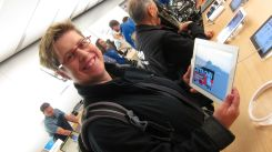 2 - Kathrin and the new iPad 3