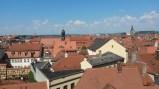 Ausblick vom Rosengarten - man beachte das durchgebogene Dach direkt in der Mitte!