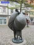 """Skulptur """"Tratschweiber"""" in Osterode am Harz. Ein Geschenk der Thüga-Köln-München 1979."""