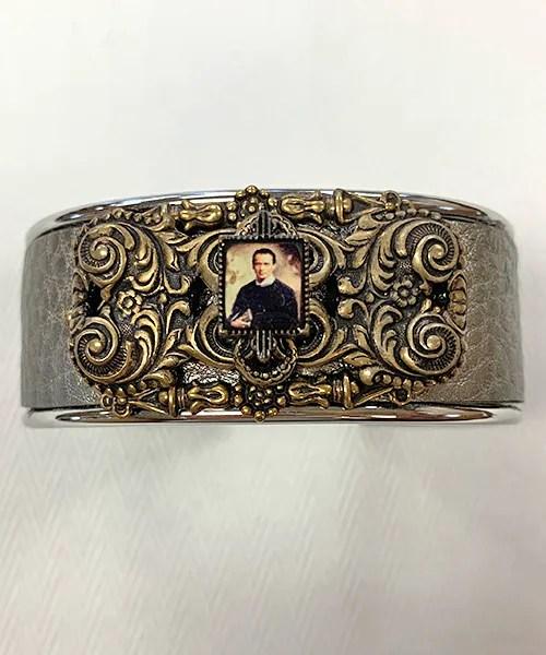 Small cuff bracelet