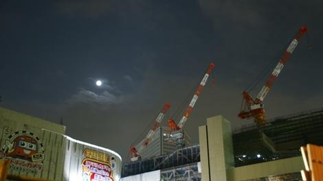 梅田の月.jpg
